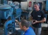 Finalisation et personnalisation des boules de pétanque La Boule Bleue
