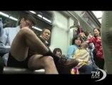 """No Pants Subway Ride"": per un giorno il mondo in mutande. Anche a Hong Kong si sale in metropolitana a gambe nude"