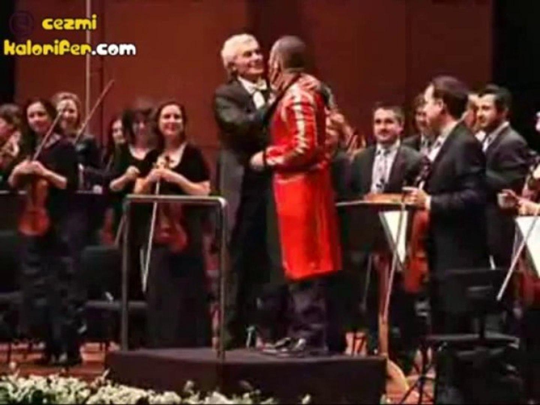 Cem Yılmaz Borusan Filarmoniyi Yönetirse