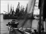 La consegna delle bandiere all'unità della flotta motopeschereccia