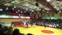 Ballon coincé sur le panier de Basket à la fin du match !