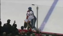 Grosse bagarre pendant un match de hockey sur glace au Canada