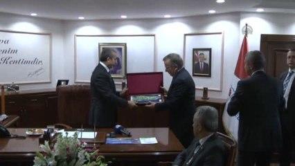 Bakan Eker, belediye başkanı Koçal'ı ziyaret etti -