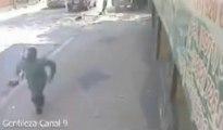 Des voleurs se font écraser par un Pick Up... Bien violent mais bien fait!