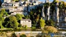 Surplombant la rivière Ardèche, Balazuc, un des plus beaux villages de France (Notrebellefrance)
