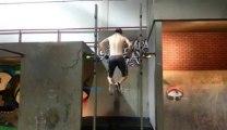 Démo de Musculation sur une barre : gros fail violent!