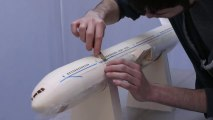 Time-lapse de la fabrication d'un avion en papier :  Air India Model 777-300ER