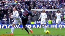Gareth Bale frappé dans les parties intimes