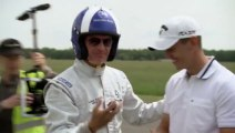 En SLS, David Coulthard rattrape les balles de golf en plein vol