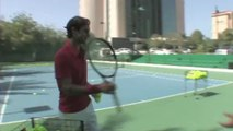 Federer passe ses nerfs sur une Mercedes