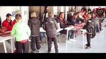 Séance de dédicaces au stade Léo Lagrange