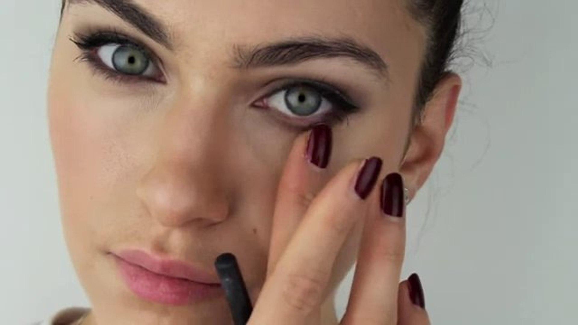 Angelina Jolie The Tourist Makeup Transformation