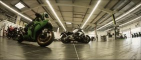Drift dans un magasin moto