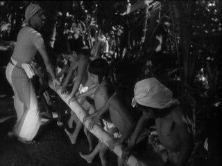 Song of Ceylon - Extrait : cours de danse au village