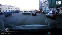 Russie: Il frôle la mort en voiture