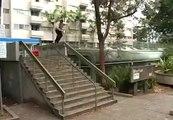 Grosse gamelle en trottinette en tentant un slide dans les escaliers. Epique!