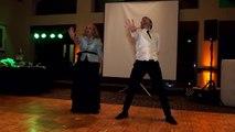 La plus surprenante et folle des danses de mariage entre un fils et sa mère. A voir!