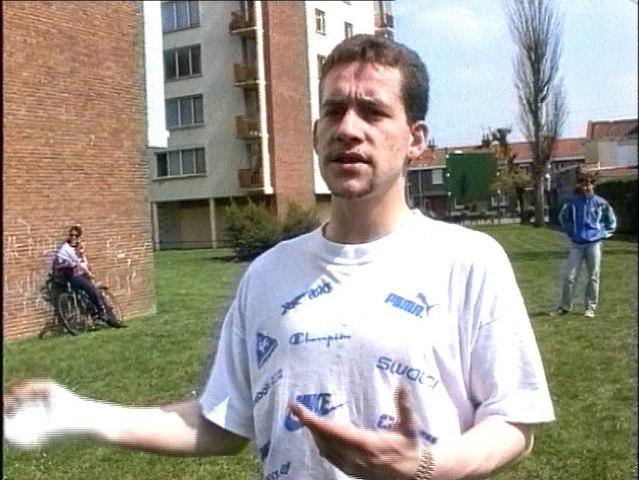 """Une vie de chacal 1996 Auteur-Réalisateur : Djamel Sellani, Riquita Sujet : le quartier des """"Biscottes"""" à Lille sud, après le fait divers de chasse aux dealers en mai 1993"""