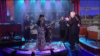 """Lauryn Hill Covers The Beatles' """"Something"""" on David Letterman"""