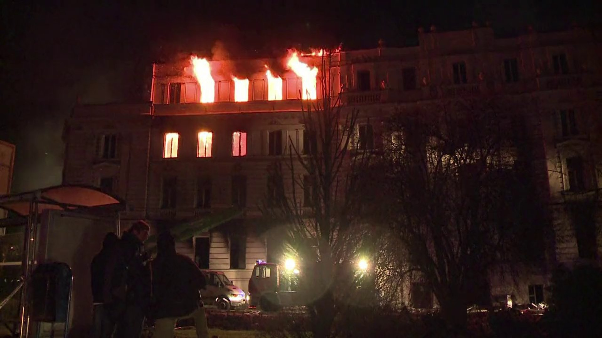 Bosnian protesters set presidential office alight