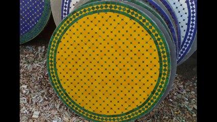 Table en zellige, Kiosque de jardin en fer forgé marocain