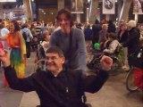 Lourdes 2011 danse des personnes en fauteuil