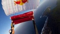 Extrême - Chuck Berry en wingsuit au-dessus du lac Hillier
