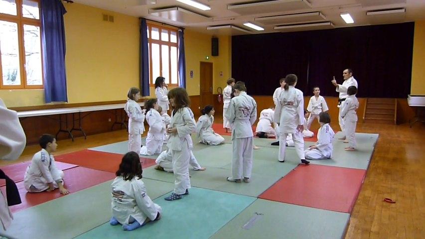 2014 02 14 Les enfants de CM1 et CM2 de l'école de Busserolles découvrent le judo