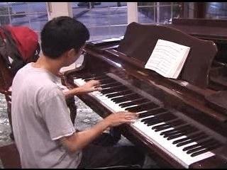 Mario au piano