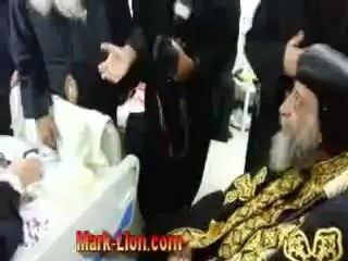 Le Pape Tawadros rend visite à Abouna Fanous