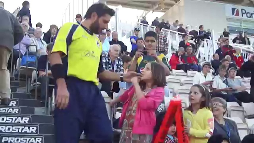 Shahid Afridi  (with wife & daughters)  Hampshire Royals !