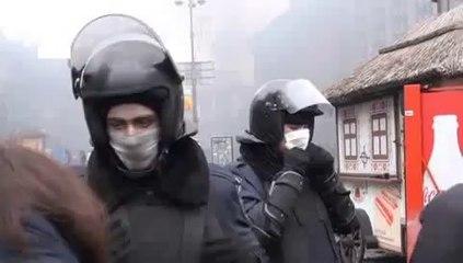 Recomeçam os confrontos no centro de Kiev