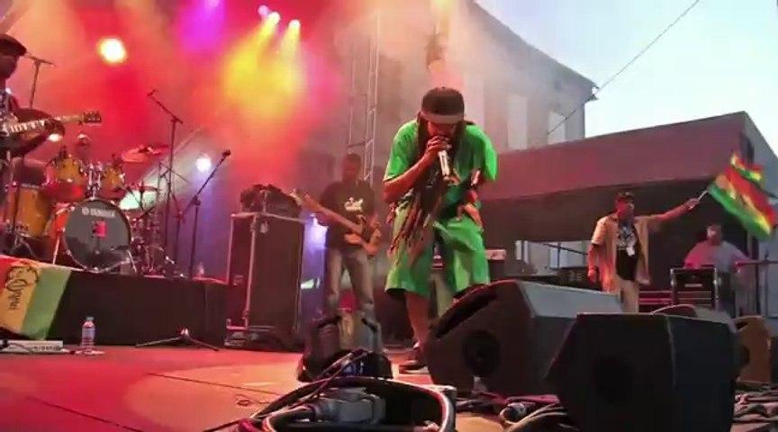 Concert de Yaniss Odua, second volet:rouge jaune vert/la Caraibe ne nous appartient pas