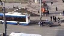 Remorquer une voiture avec un bus…FAIL... Vive les Russes! (sans que le chauffeur soit au courant)