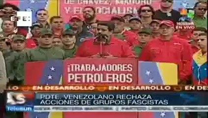 Leopoldo López se entrega à Guarda Nacional venezuelana em praça de Caracas