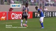 Ronaldinho-show, fa letteralmente ballare il difensore avversario