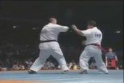 Karaté: Deux coups de pied retournés, un seul KO !