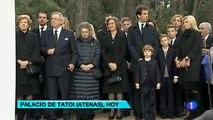 La reina Sofía con su familia asiste a una ceremonia religiosa por los 50 años de la muerte de su padre, en Grecia.