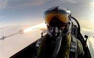 Un pilote de chasse se filme en train de tirer un missile