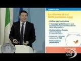Renzi, le slide e il pesce rosso: ilarità in conferenza stampa. Ironia dei giornalisti durante la conferenza stampa del premier