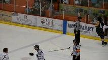 Hockey sur glace - Joel Theriault et Gaby Roch se battent violemment... puis se font un câlin