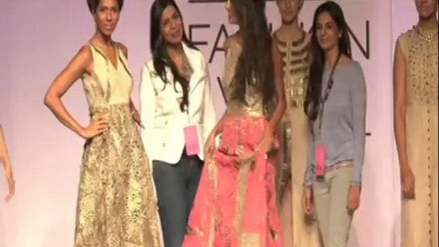 LFW: Lisa Haydon walks for Monica & Karishma's show  - IANS India Videos