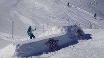 Chute à ski très drôle sur le tremplin. Les Deux Alpes