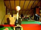 Gros talent : cette fille jongle avec ses pieds avec des ballons de basket!