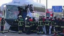 Un bus d'Eurolines percute un camion: 9 blessés
