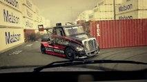 Course de folie : camion contre voiture... Drift et Stunt de dingue!
