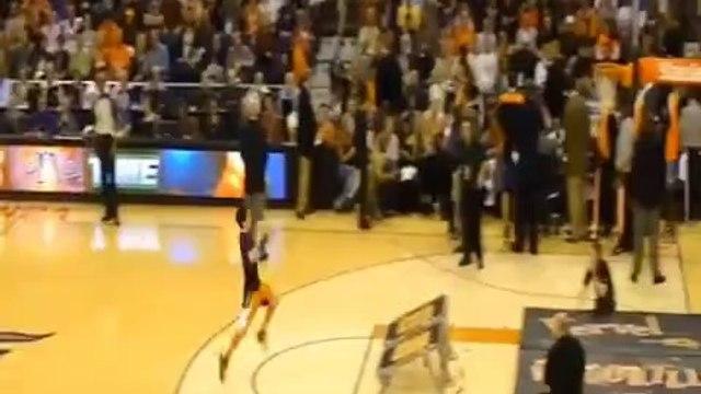 He dunked himself!