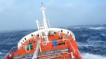 Mer déchaînée et vagues géante pendant la recherche de l'avion malaysien MH370!