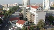 L'envers du décor: des maisons sur des immeubles