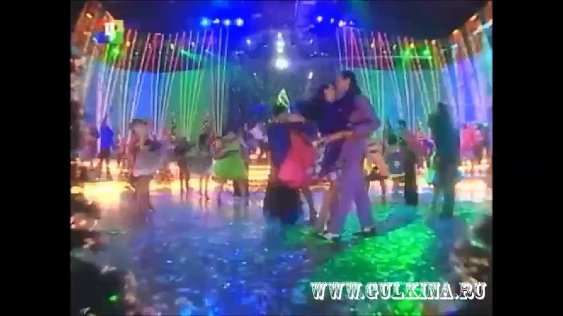 Наталия Гулькина и Маргарита Суханкина - Moonlight Shadow (Новыи год ТВЦ 2005)